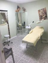 HAIRSTYLING CHAIRS AND ROOMS FOR RENT