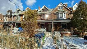 Large 3 Bed Unit, Available Now,With Deck, Dufferin Bloor Subway
