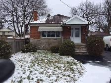 FOR SALE! KENNEDY/LAWRENCE 3 BED HOME! 2 BED BASEMENT APARTMENT!