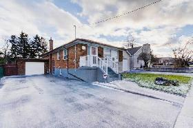 FOR SALE! WARDEN/LAWRENCE 3 BED HOME! 2 BED BASEMENT APARTMENT!